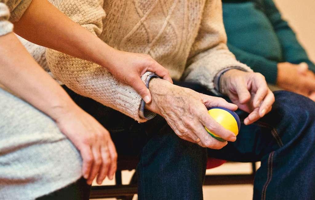 Cómo ayudar a personas cercanas enfermas