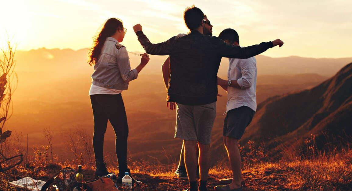 Cuidar nuestras relaciones sociales nos hace más felices